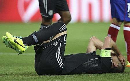 Ở hiệp 2 Terry cũng đã bị đau