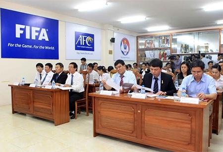 Các đội bóng đồng ý đội đứng cuối bảng sẽ đá play-off, ảnh: Minh Phương