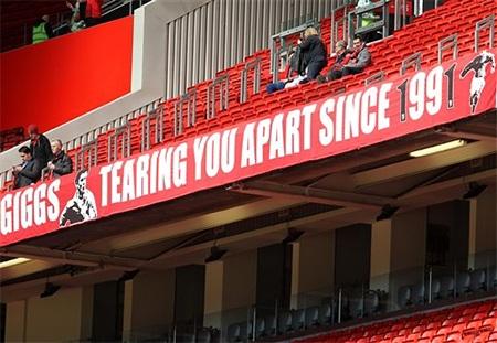 Tấm biểu ngữ chào mừng Giggs, người đã gắn bó với MU từ năm 1991