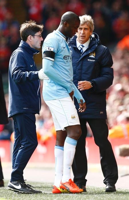 Yaya Toure sớm rời sân do chấn thương