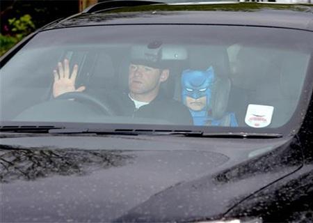 Rooney cũng rất trầm tư bước vào sân tập