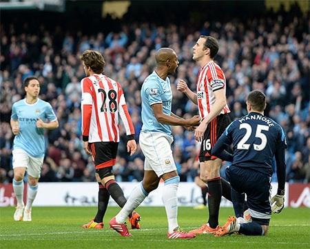 Một pha tấn công ăn ý của các cầu thủ chủ nhà