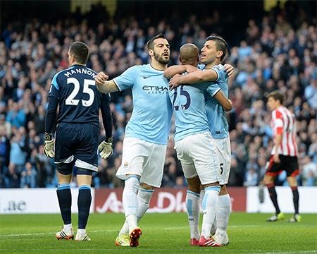 Aguero và Negredo đều góp công lớn vào bàn mở tỉ số của đội chủ nhà