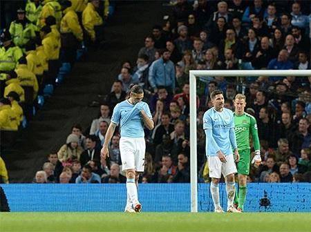 Sự đau khổ tột cùng của các cầu thủ Man City và cổ động viên của họ