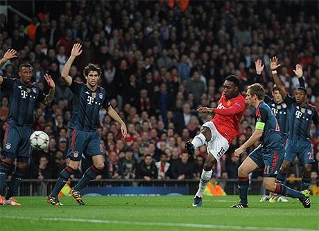 Ngay phút thứ 3, Welbeck đã khiến lưới của đội khách rung lên nhưng bàn thắng không được công nhận