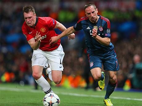 Pha tranh bóng giữa Jones và Ribery