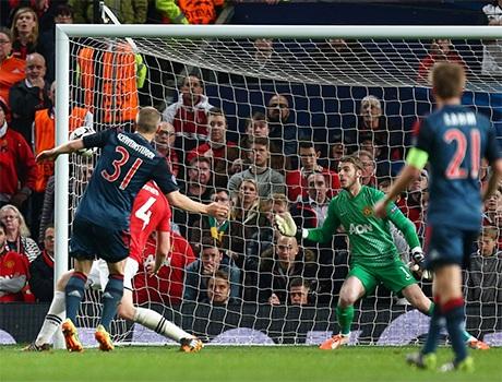 Một cú dứt điểm hiểm khiến thủ thành Neuer chôn chân đứng nhìn