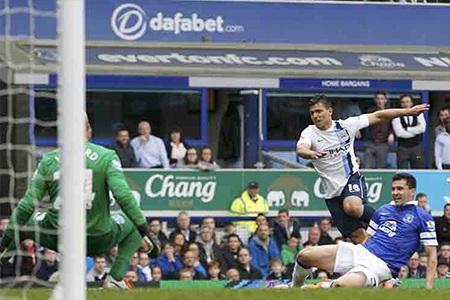 Aguero đã tỏa sáng đúng lúc để giúp Man City cân bằng tỉ số