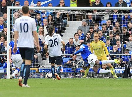 Lukaku giúp Everton nhen lên hi vọng có điểm với bàn thắng ở phút 65