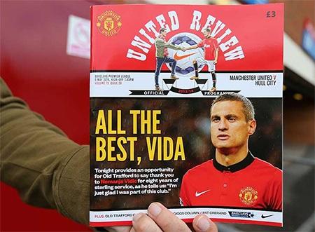 Tạp trí United Review với trang bìa in hình Vidic để tri ân những cống hiến của anh cho MU