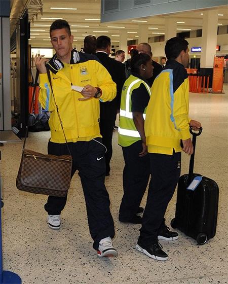 Tiền đạo Jovetic đi cùng đội