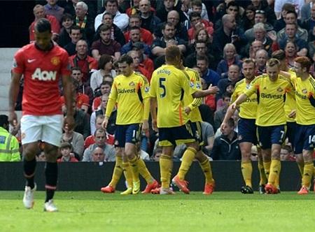 Sunderland gần như sẽ trụ hạng sau chiến thắng trước MU
