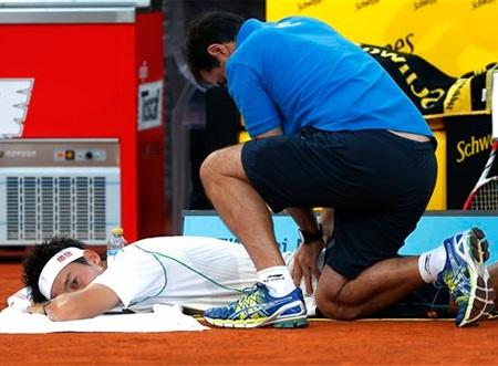 Chấn thương lưng khiến Nishikori phải bỏ cuộc sớm