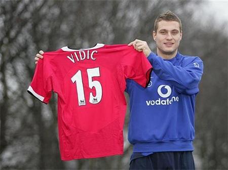 Vidic gia nhập MU vào ngày 4/1/2006 từ Spartak Moscow với phí chuyển nhượng 7 triệu bảng