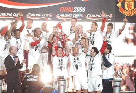 Mùa giải 2005/06 khép lại, Vidic đã cùng MU giành cúp Liên đoàn