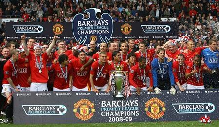 ... và chiếc cúp Premier League thứ 3