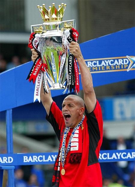 Danh hiệu đầu tiên cùng MU, chiếc cúp vô địch Premier League 2003