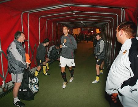 Anh trở lại thi đấu trong trận gặp Liverpool vào tháng 9 năm 2005