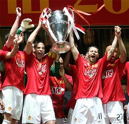 Chiếc cúp vô địch Champions League tại Luzhniki năm 2008