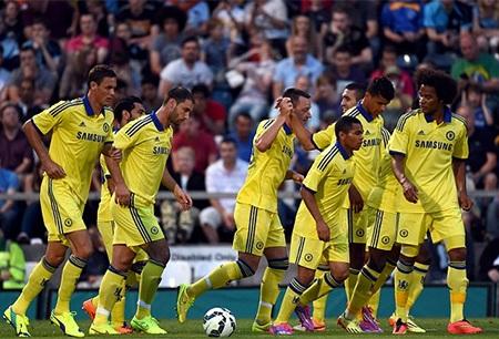 Matic, Ivanovic, Terry, Salah bên cạnh những cầu thủ còn rất trẻ của Chelsea