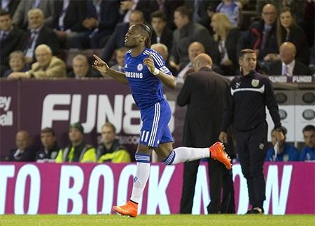 Drogba trở lại Stamford Bridge sau 2 năm chia tay