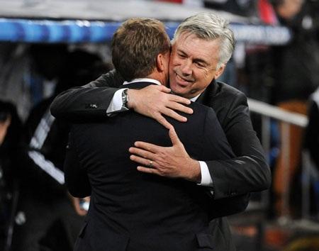 Cử chỉ thân của Ancelotti và Rodgers trước trận đấu