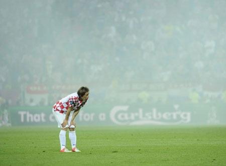 Modric có thể phải rời xa sân cỏ trong vòng 1 tháng