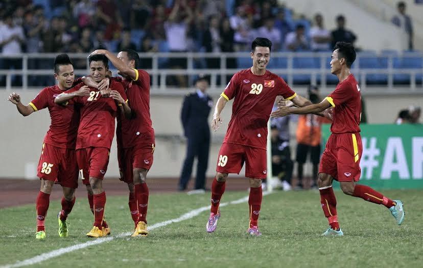 Minh Tuấn ăn mừng bàn thắng mở tỷ số vào lưới Lào - Ảnh: Gia Hưng