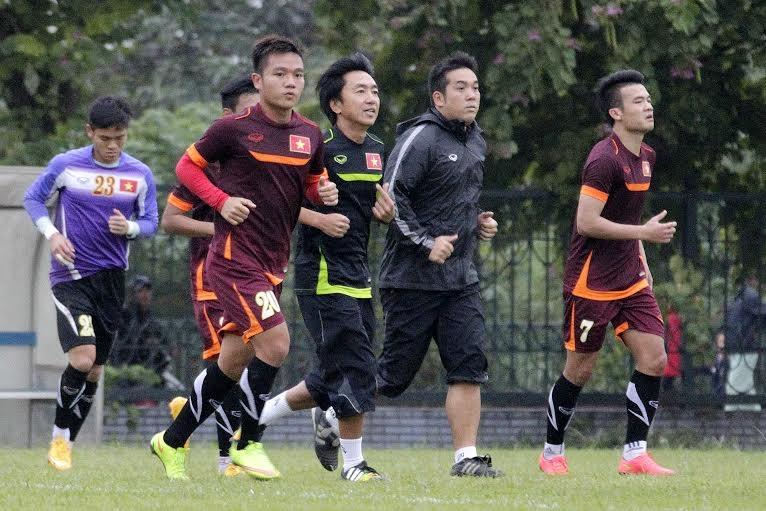 Thầy trò HLV Miura hạ quyết tâm đánh bại Malaysia - Ảnh: Gia Hưng