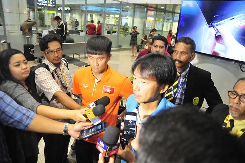 HLV Miura tỏ ra hết sức tự tin khi trả lời báo giới Malaysia