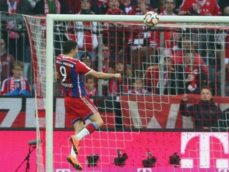 Lewandowski nhân đôi cách biệt cho Bayern Munich