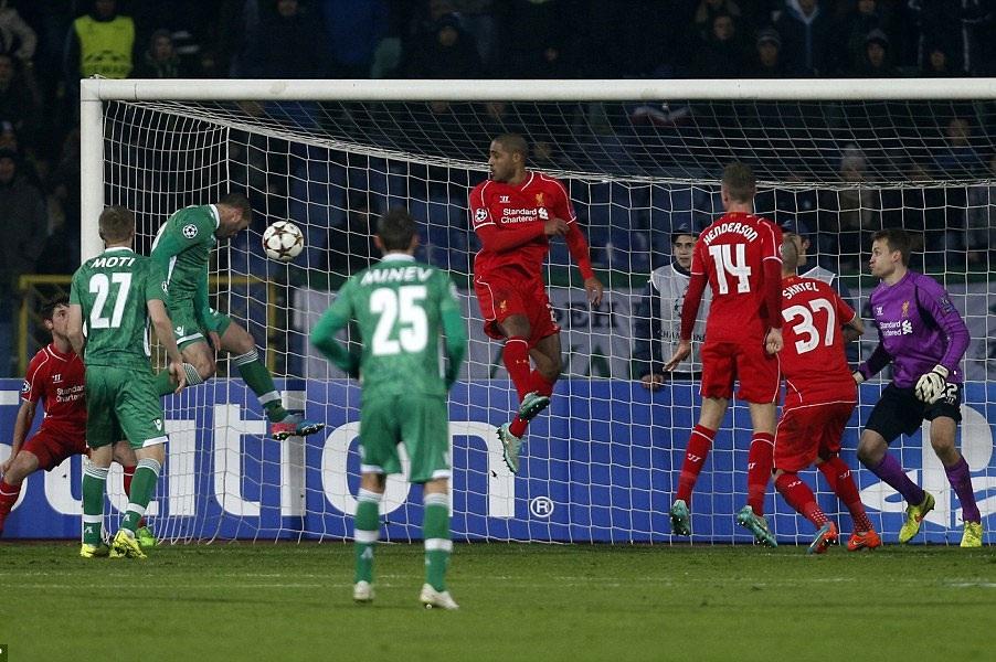 Liverpool đánh rơi chiến thắng vào phút cuối