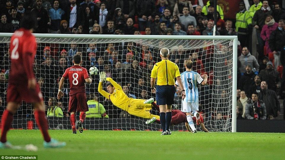 Guerreiro ghi bàn thắng duy nhất của trận đấu cho Bồ Đào Nha