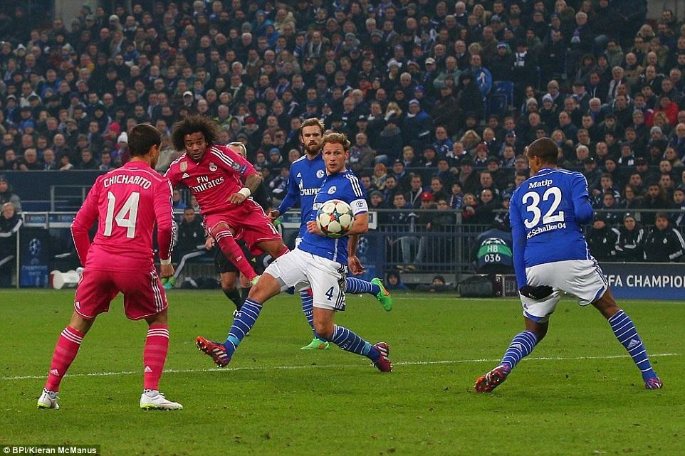 Real Madrid dễ dàng đánh bại Schalke 2-0 tại Veltins Arena