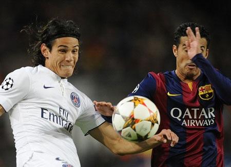 Cavani (trái) được kỳ vọng sẽ tỏa sáng trước Barca