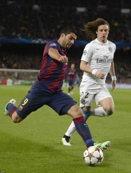 Luis Suarez thi đấu khá năng nổ từ đầu trận