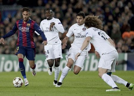 Neymar luôn được các hậu vệ PSG theo khá sát