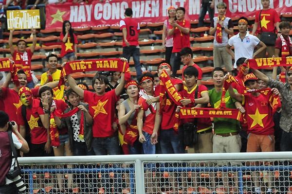 CĐV Việt Nam tạo ấn tượng lớn trên sân Shah Alam