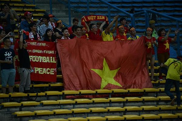 Hình ảnh đẹp của các CĐV Việt Nam tại Shah Alam