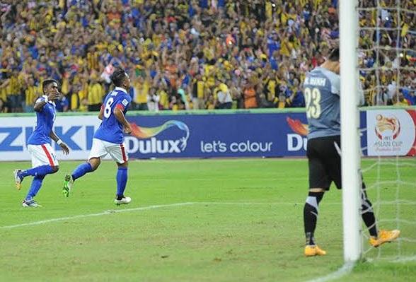Safiq Rahim ghi bàn sau quả 11m tranh cãi cho Malaysia