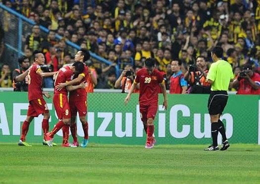 Huy Toàn ăn mừng bàn thắng gỡ hòa 1-1 cho ĐTVN