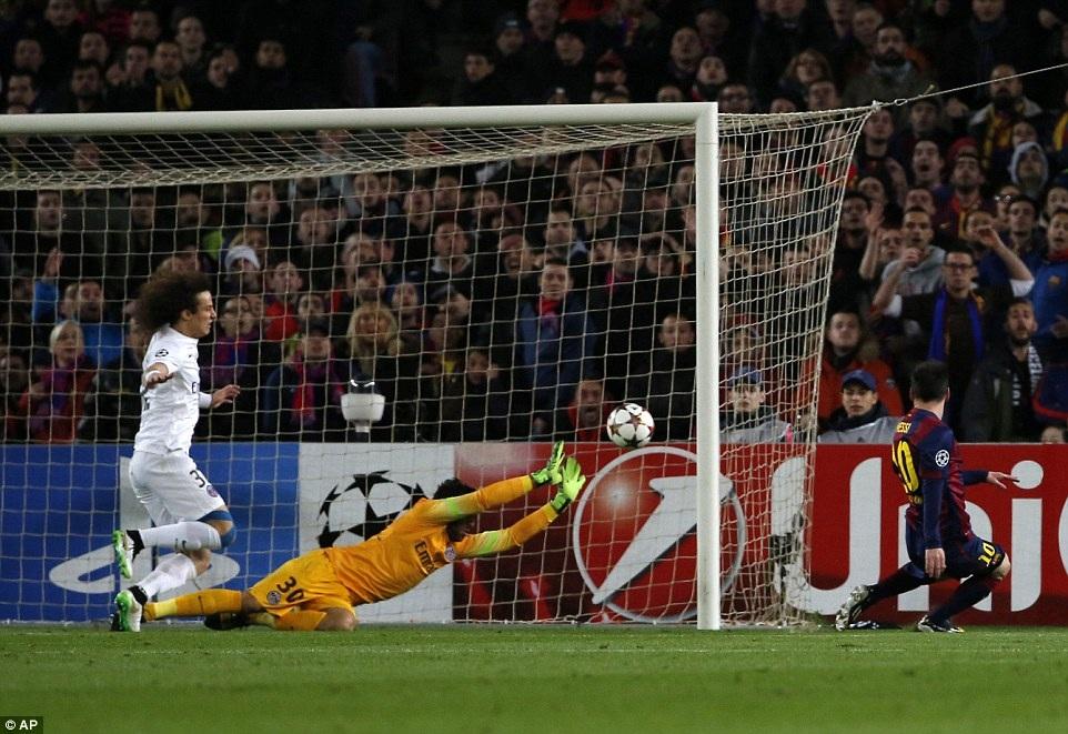 Lionel Messi gỡ hòa 1-1 cho Barcelona