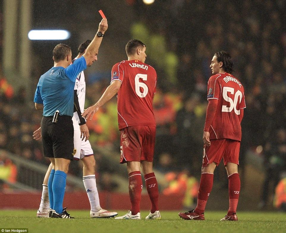 Thẻ đỏ của Markovic đẩy Liverpool vào thế khó khăn