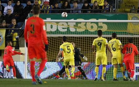 Neymar giúp Barcelona có được sự khởi đầu hoàn hảo