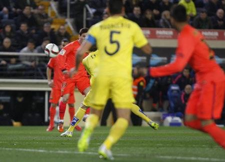 Messi tiếp tục chơi hay trong vai trò kiến tạo lối chơi