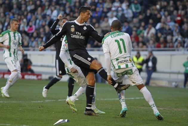 Tình huống chơi xấu rồi nhận thẻ đỏ của Ronaldo với Edimar