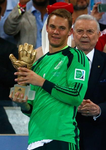 Neuer với danh hiệu Thủ môn xuất sắc nhất World Cup 2014