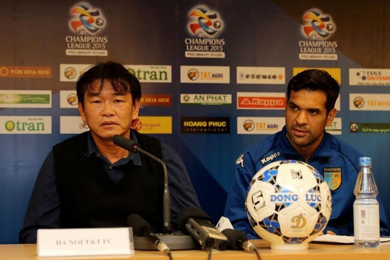 Thầy trò HLV Phan Thanh Hùng quyết tâm vượt qua đối thủ Indonesia - Ảnh: Gia Hưng