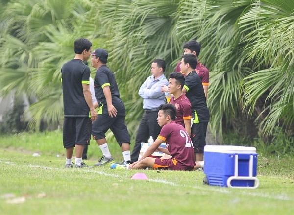 HLV Miura lần đầu cho các học trò nghỉ tập