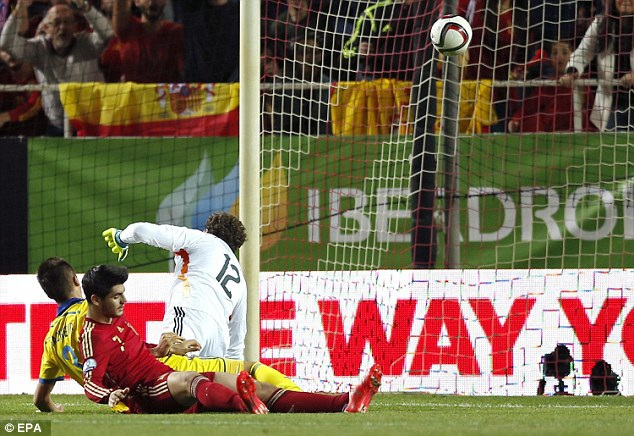 Morata ghi bàn thắng duy nhất của trận đấu cho Tây Ban Nha
